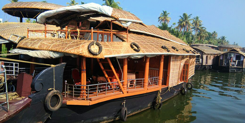 4bedroom-houseboat